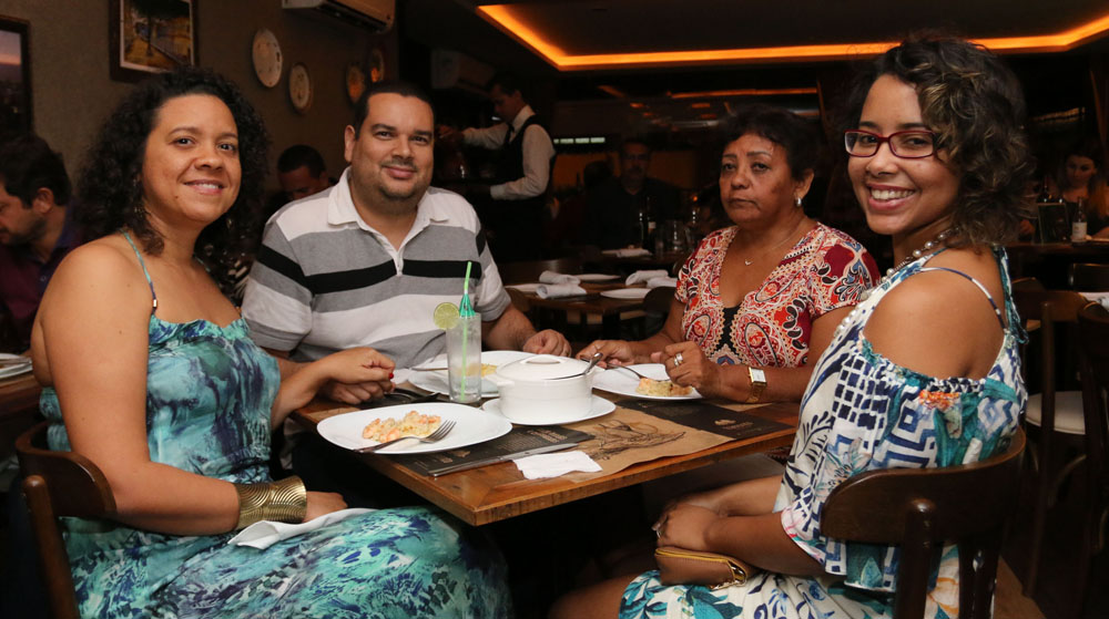 Manu Lima embala a noite no Tramonto Wine Bar